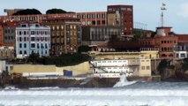 OLAS playa San Lorenzo Gijón 15F Asturias en Alerta Naranja