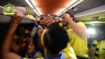 كواليس احتفالات نجوم نادي النصر السعودي في الباص بعد التتويج ببطولة دوري جميل للمحترفين 2013/14