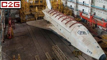Il trouve deux navettes spatiales dans un hangar abandonné !