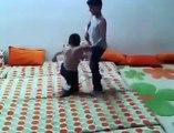 مصارعة حرة رهيبة اطفال عراقيين (امكانيات ) Iraqi wwe Wrestling free