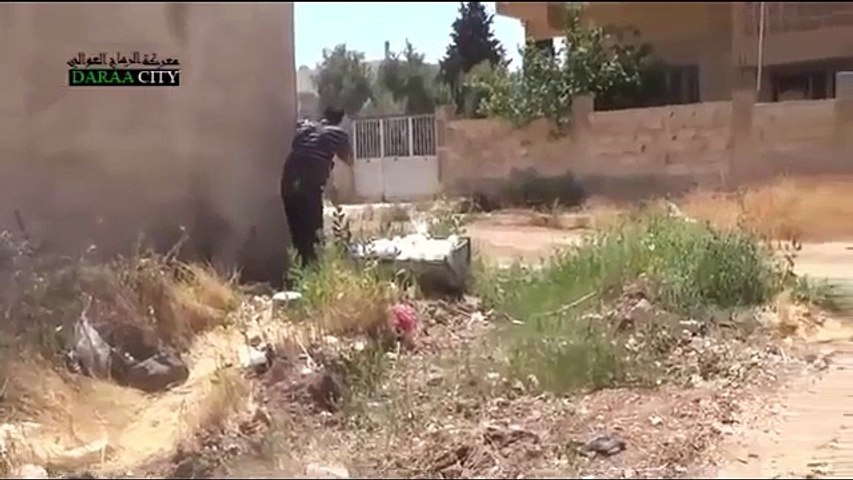 RAW VIDEO FSA ATTACKING SNIPER POSITIONS SYRIA