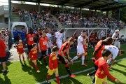 Ambiance au bord de la pelouse lors du match amical Laval / Rennes