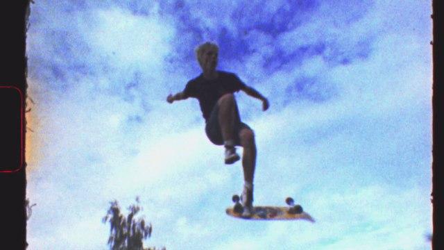 DERRIERE LE MUR, LA CALIFORNIE - Bande-Annonce / Au cinéma le 26 août