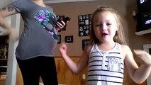 Une maman enceinte de 8 mois danse avec sa fille