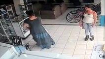 Mujer Roba Televisor Entre Las Piernas ¡En 13 segundos! - Mujer roba televisor plasma bajo su falda