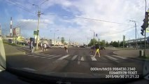 Wright Way and the Wrong Way to Pass the Road with a Bike - Two types of cyclists