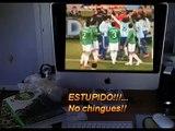 Niño Loco Alemán viendo México vs Argentina.