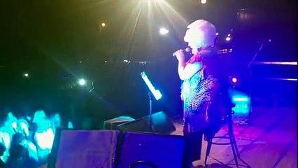 """""""Io sono una finestra"""" eseguita live a Cuneo!... Guardate il video dell'esibizione - Platinette"""