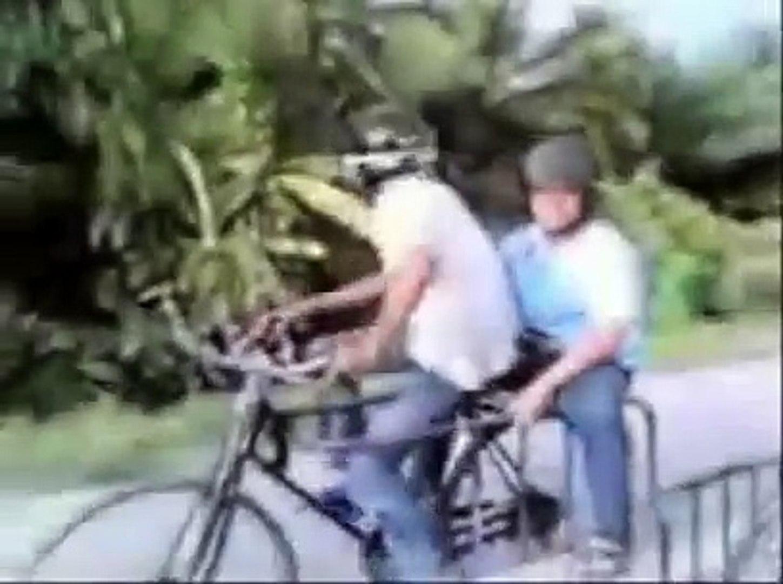 Naik Sepeda Lucu Video Dailymotion