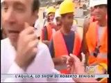 Roberto Benigni tra i terremotati dell'Aquila (16/08/2009)
