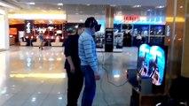 [HUMOUR] Un russe essaye le casque oculus rift dans un magasin.