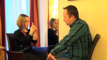 Démonstration de mise sous hypnose, par David VIGNERON, sur Morgane.