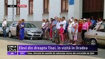 Momente emoţionante pentru peste 60 de elevi români din Ucraina Trancarpatică, aflaţi în vizită în Bihor. Delegația din Ucraina a lansat și volumul al doilea al albumului de fotografii-document despre viața românilor din Maramureșul Istoric