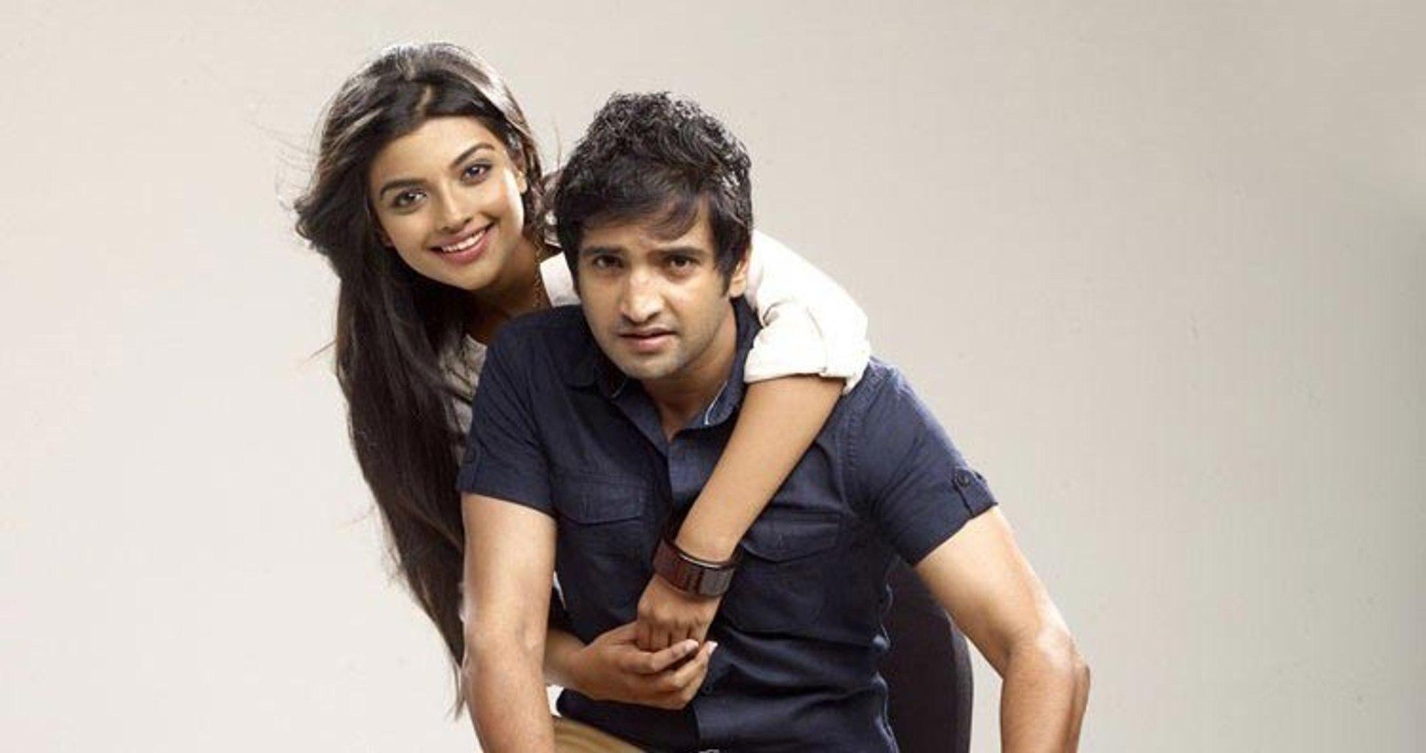 Vallavanukku Pullum Aayudham (2014) Full Movies