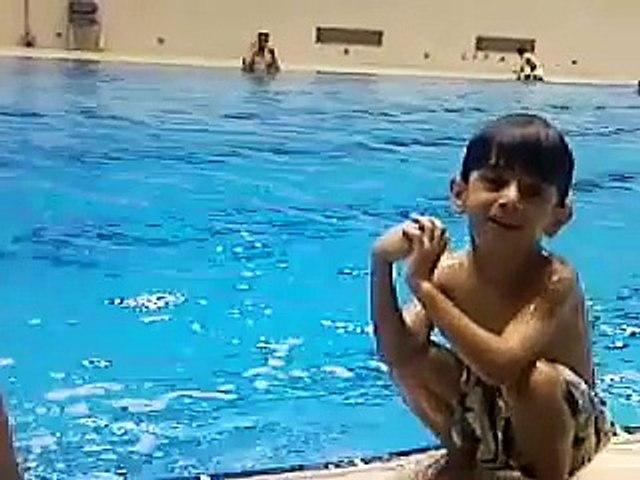 تعليم الاطفال رياضة السباحة