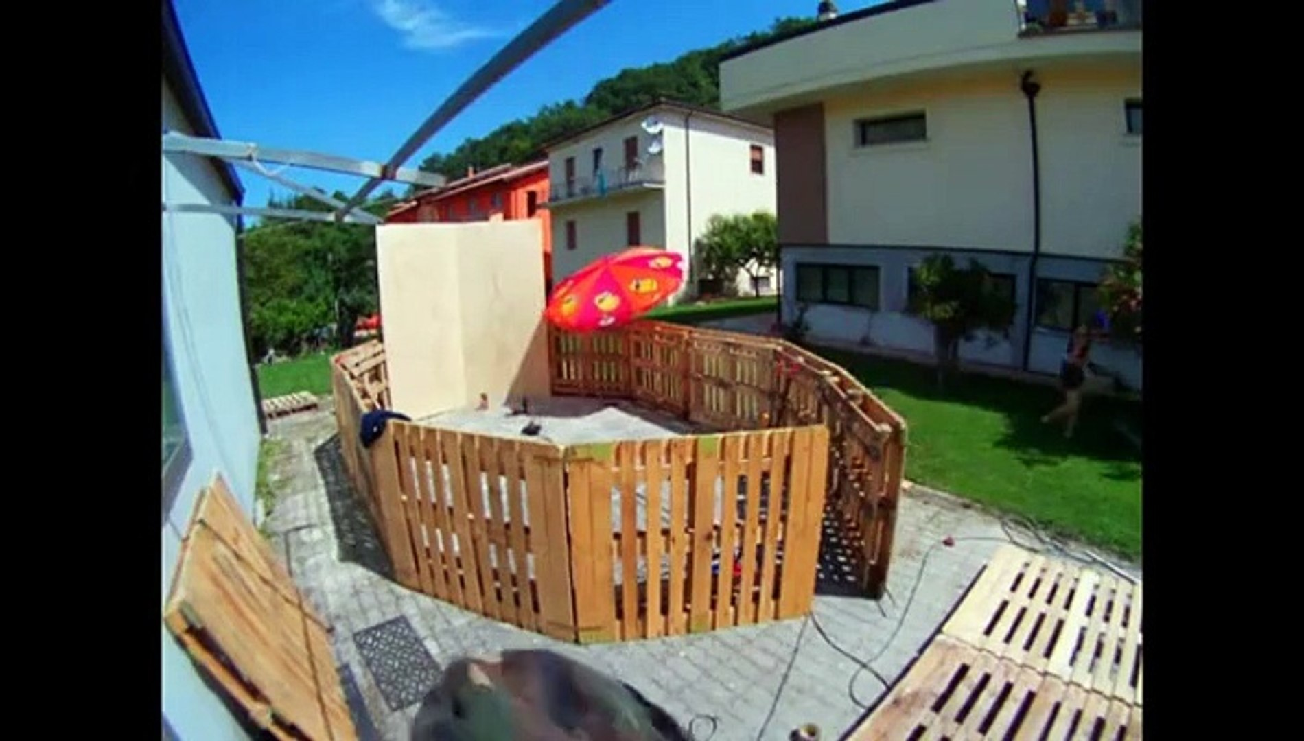 Piscine En Palette De Bois tuto pour construire une piscine à moins de 50€ - vidéo
