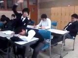 Bromas de los chinos en clase... al que se duerma se lo lleva la gran puta... xD!!! jajaja