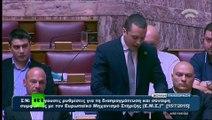 Grèce : un député d'extrême droite déchire le texte de l'accord européen