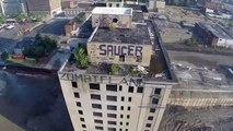 Drone capta desde las alturas la demolición de un edificio