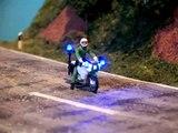 Polizei-Motorrad mit voller Beleuchtung