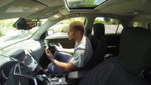 Un joueur de Football américain s'enferme dans une voiture au soleil pour voir combien de temps il supporte la chaleur