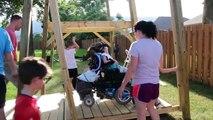 Il construit une balançoire pour sa fille handicapée