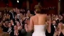 Jennifer Lawrence falls down The Oscar 2013   Caída de Jennifer Lawrence Los Oscar 2013