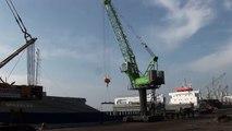 SENNEBOGEN - Port Handling: 6200 Harbor Crawler Crane handling steel slabs in Turkey
