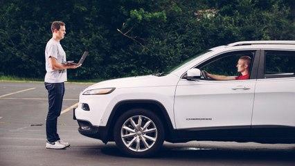 2 hackers prennent le contrôle d'une Jeep à distance sur l'autoroute