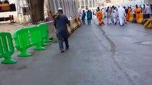 De weg van de moskee naar Elaf Ajyad hotel in Mekka