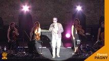 Florent Pagny en concert sur la scène du théâtre Jean-Deschamps dans le cadre du festival de Carcassonne :