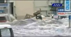 La ola gigante arrastra barcos a las ciudades en Japón(Tsunami). (12/03/2011).