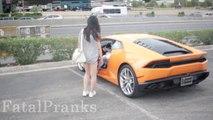 Un gosse de 16ans drague de jolies femmes en faisant croire qu'il a une Lamborghini