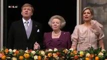Beatrix, Willem-Alexander en Máxima zingen Wilhelmus