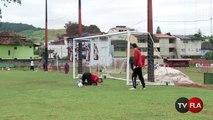 Após o treino Renato Abreu desafia goleiros da base em duelo de pênaltis