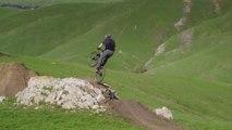 Un rider MTB descend les Grassy mountain en VTT - magique