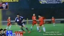 İki profesyonel futbol oyuncusu, yaklaşık 55 kişilik çocuk futbol takımıyla maç yaparsa..