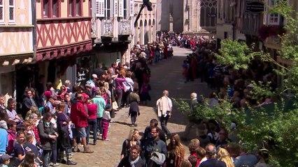 Défilé en Fête en direct du Festival de Cornouaille le 26 juillet 2015 (REPLAY) (2015-07-26 15:06:36 - 2015-07-26 16:57:00)
