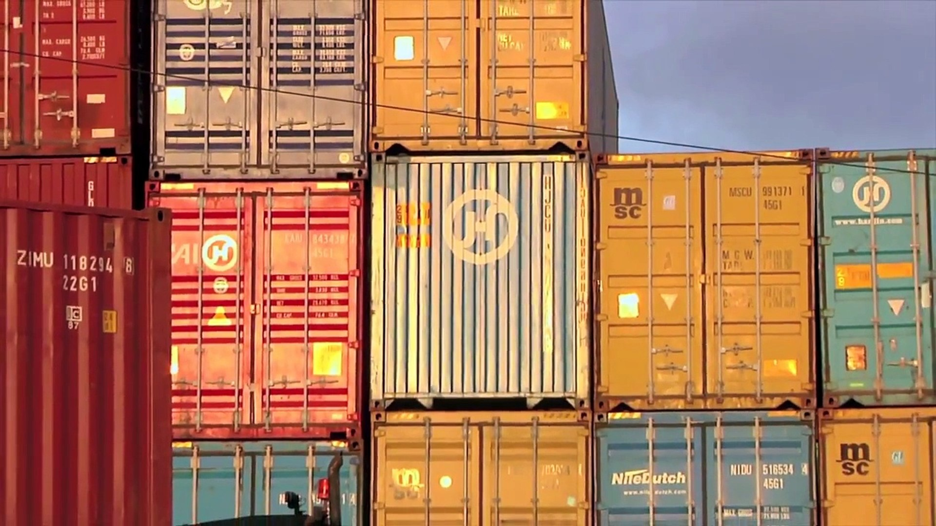 Global Trafficking: Waging War on Criminal Cargo (French)