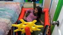 Sleeping pool prank (sleeping prank, funny jokes, prank to asleep, scare sleeping girl)