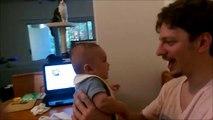 Un bébé de 3 mois dit I Love You à son papa - Trop mignon