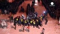 Vidéo : intervention musclée de la police anti-émeute contre les manifestants en Ukraine