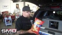 Désintégrer un paquet de chips avec un caisson de basse de voiture. Puissant!!