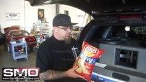 Caisson de basse géant VS paquet de chips