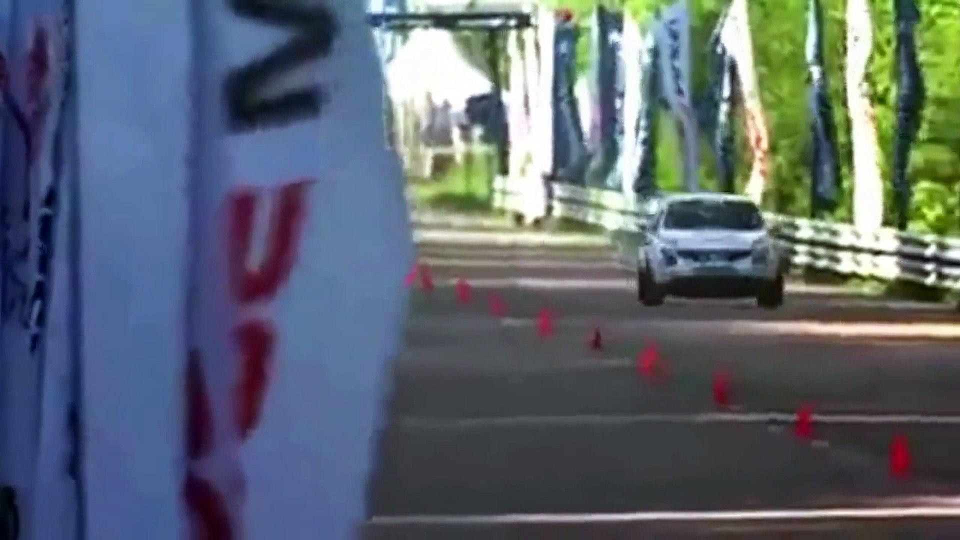 Nissan Juke R zieht Ferrari 599 GTO STOCK ab und wird vom Veyron STOCK und Gallardo STOCK abgezogen