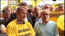 Clowneske taferelen: Vlaams Belang duikt plots op tijdens interview NVA