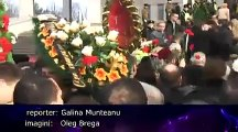 Mii de români de pe ambele maluri ale Prutului îi spun adio lui Grigore Vieru