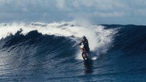 WTF : Robbie Maddison, le premier homme à surfer sur les vagues tahitiennes à moto