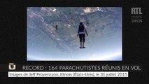 Record : 164 parachutistes se réunissent en plein vol
