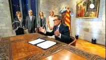 Bağımsızlık isteyen Katalonya Özerk Yönetimi erken seçime gidiyor
